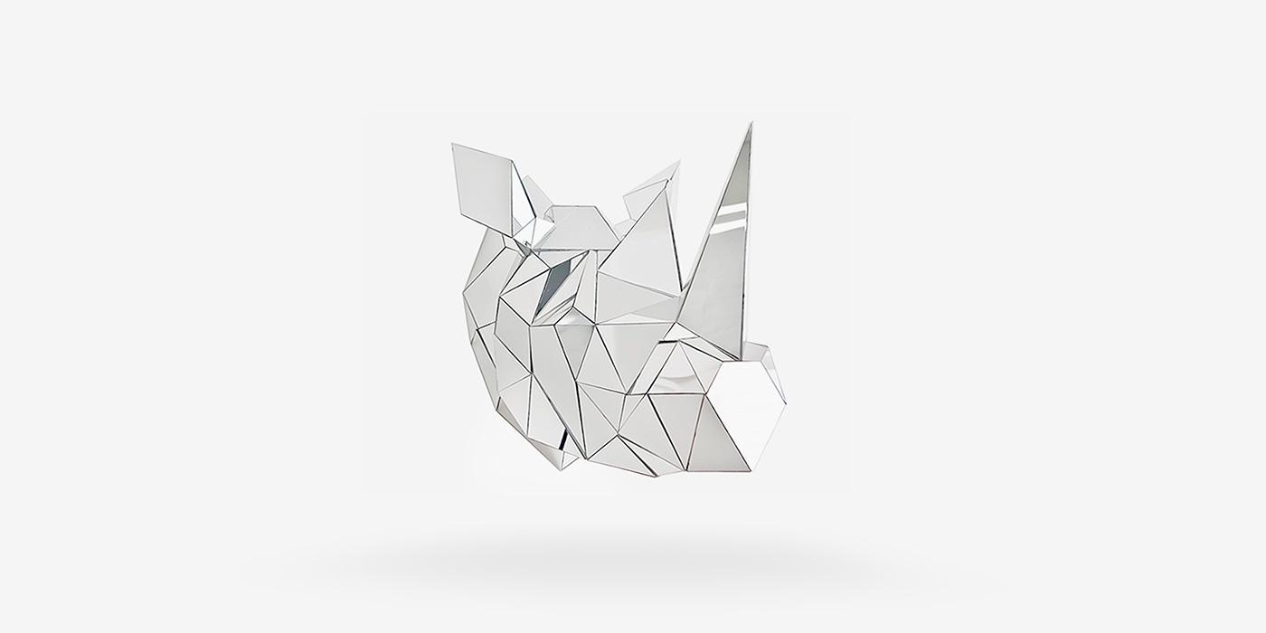 Esculturas geométricas com espelhos