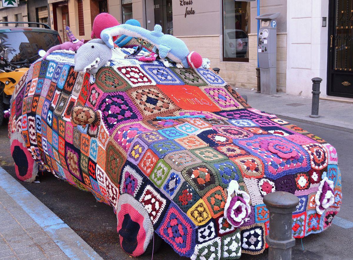 cotxe_cobert_yarn_bombing_plac3a7a_nova_alacant