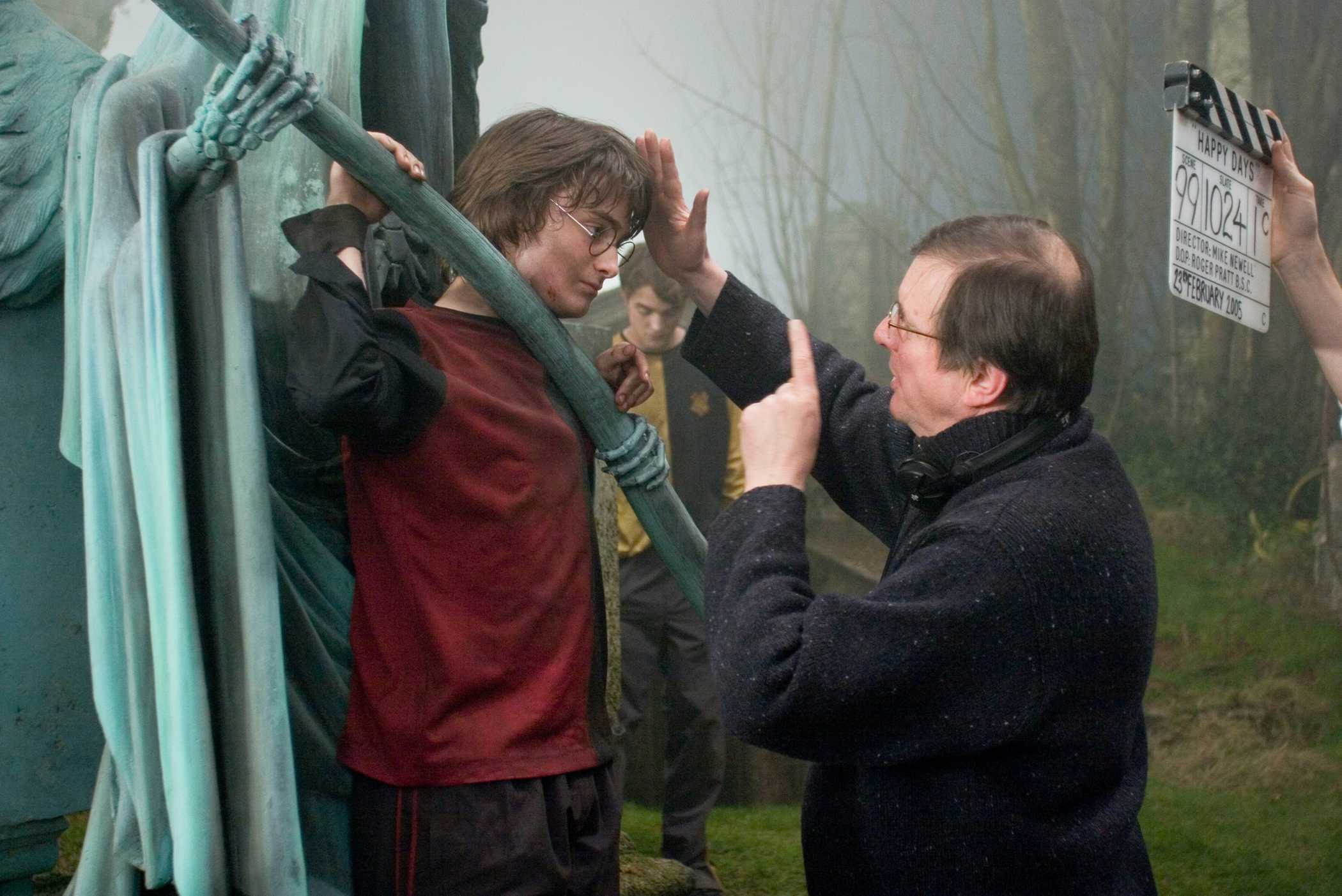 "DANIEL RADCLIFFE as Harry Potter and director MIKE NEWELL on the set of Warner Bros. Pictures' fantasy ""Harry Potter and the Goblet of Fire."" PHOTOGRAPHS TO BE USED SOLELY FOR ADVERTISING, PROMOTION, PUBLICITY OR REVIEWS OF THIS SPECIFIC MOTION PICTURE AND TO REMAIN THE PROPERTY OF THE STUDIO. NOT FOR SALE OR REDISTRIBUTION."